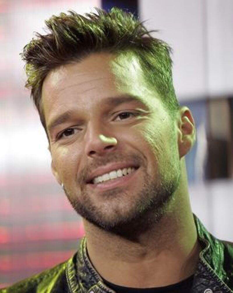 El cantante canceló su viaje al país asiático, para no alejarse de sus hijos gemelos.