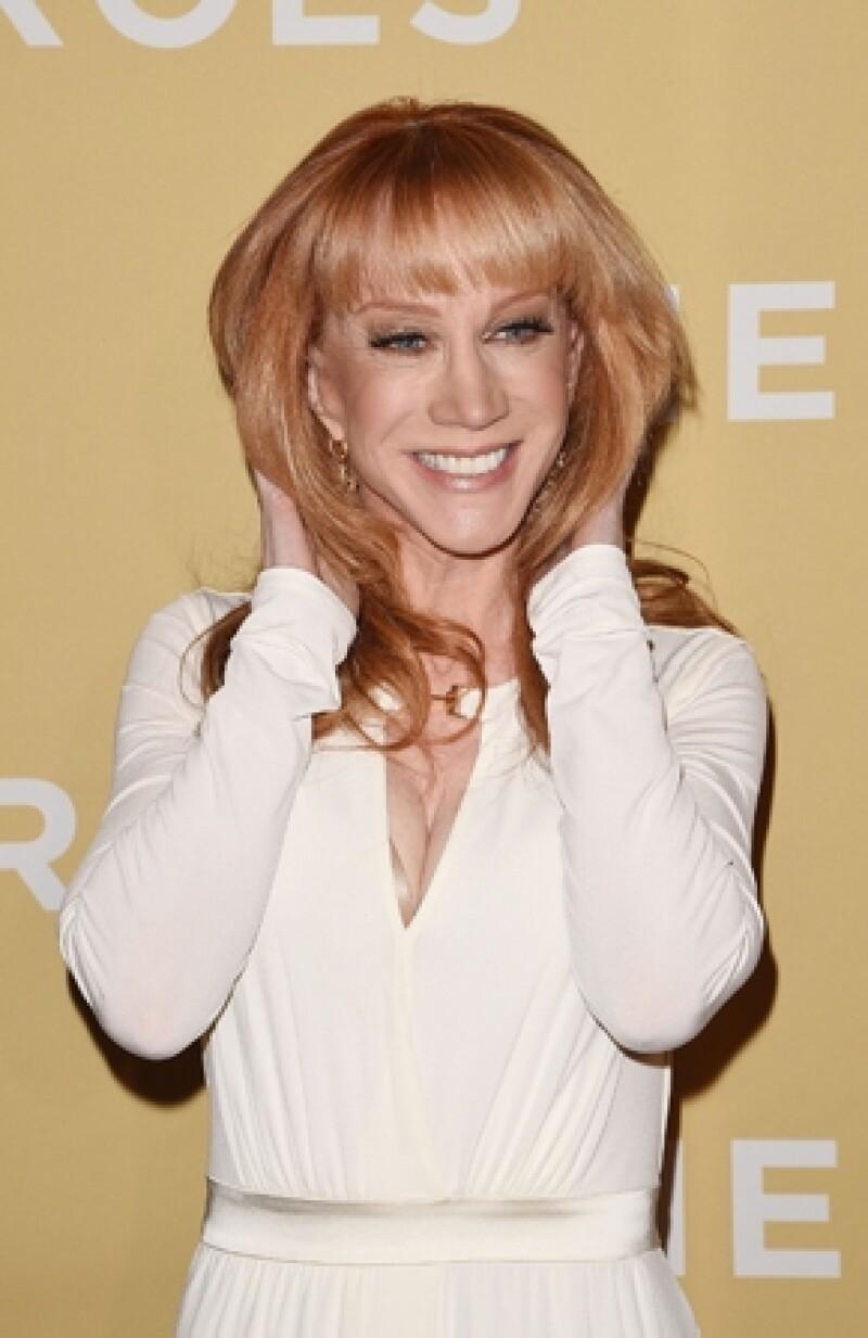 Luego de decir que no estaba segura de ser la elegida para reemplazar a Joan Rivers en el show, Kathy es el nuevo rostro del programa de E!