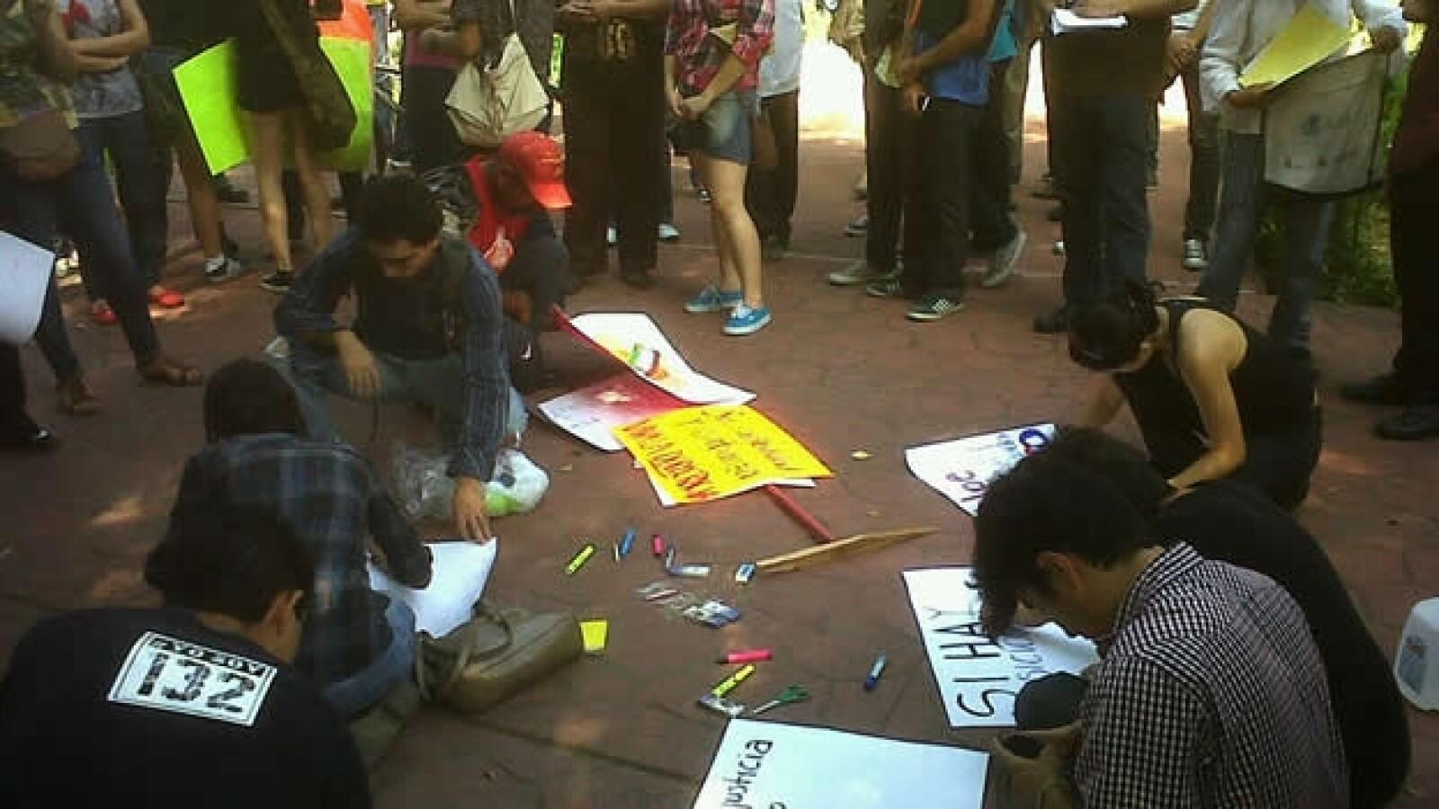 #Yosoy132 protesta ante sede del ife en Culiacan