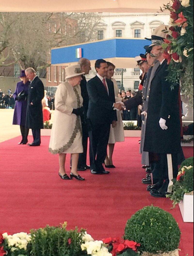 Esta mañana la reina Isabel II de Inglaterra recibió oficialmente a Enrique Peña Nieto y a su esposa, Angélica Rivera,
