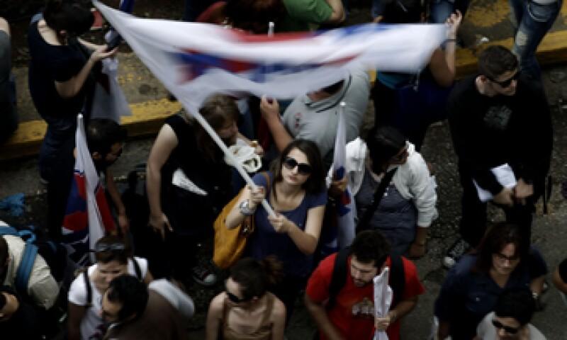 El cierre abrupto de la televisora provocó una crisis política en el país. (Foto: AP)
