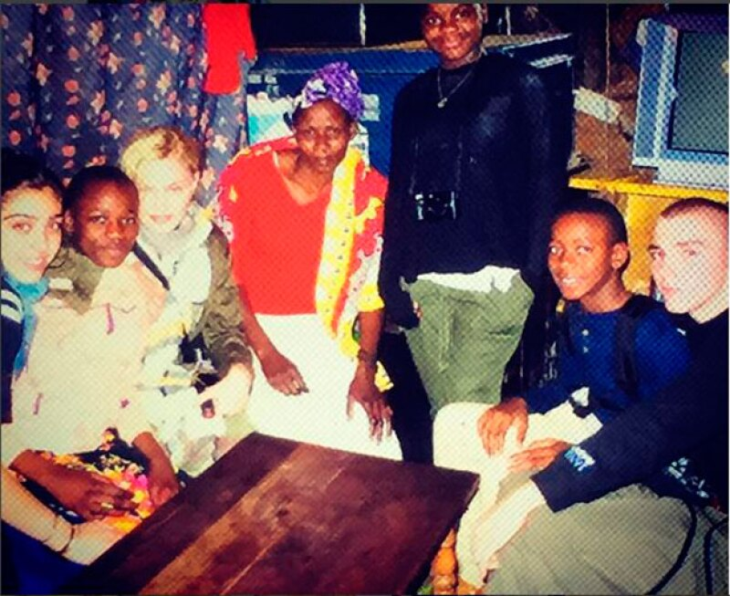 La artista compartió con sus seguidores varias imágenes de su actual viaje a un suburbio de Kenia, donde colabora en varios proyectos solidarios