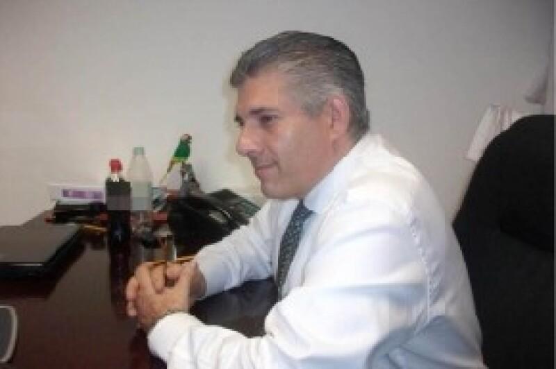 Carlos Valenzuela Canseco, de 44 años, murió tras ser arrollado por una unidad del Metrobús cuando intentaba atravesar Avenida Insurgentes, en la Colonia Juárez, Delegación Cuauhtémoc.