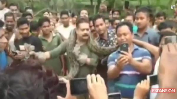 -AFP- Indio escapa por poco de estrangulamiento de pitón
