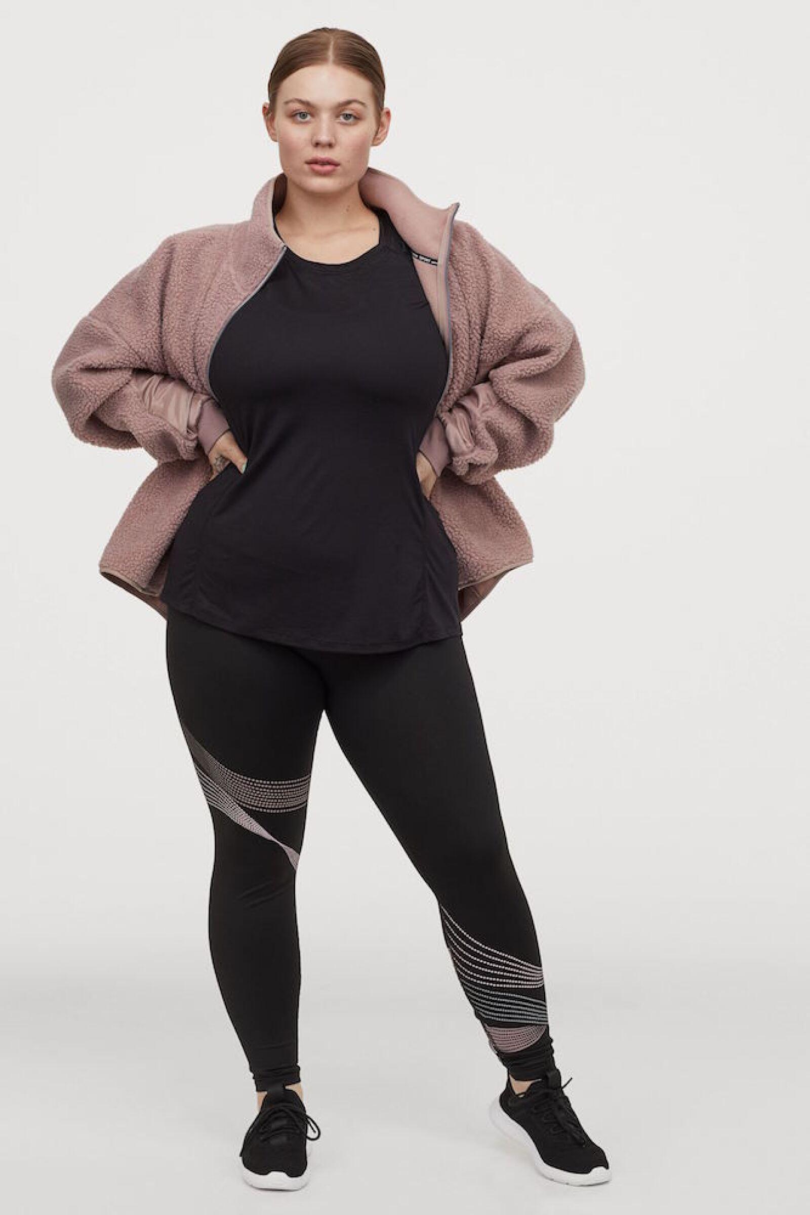 No hay pretexto, hay para todas las tallas, lo importante es activarse. hm.com / Chamarra: $699, top: $299, leggins: $399