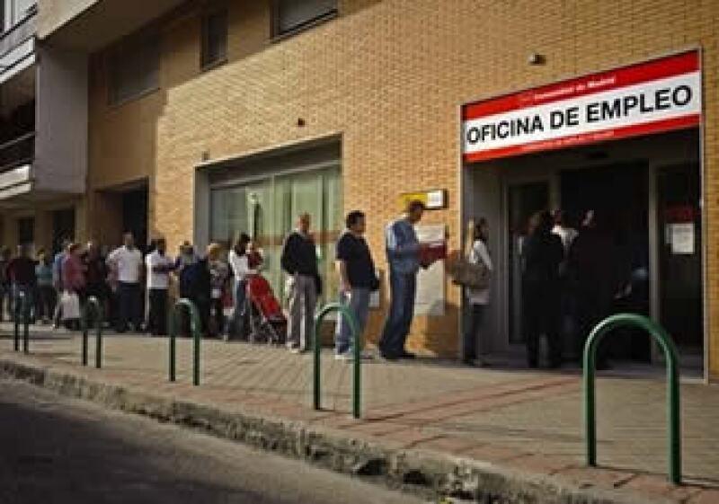 España requiere una reforma laboral para reponerse de una profunda recesión, según especialistas. (Foto: AP)