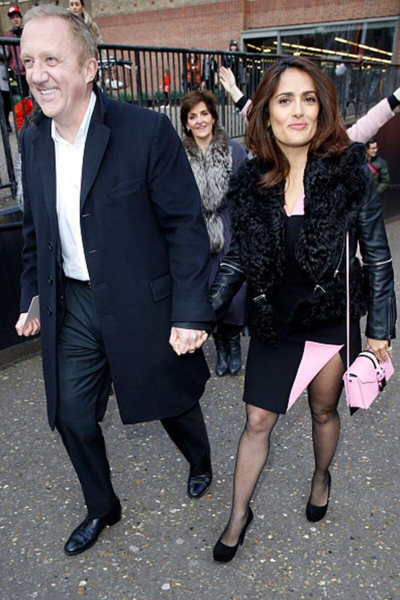 Como es costumbre, Salma llegó de la mano de su esposo, el francés François-Henri Pinault.