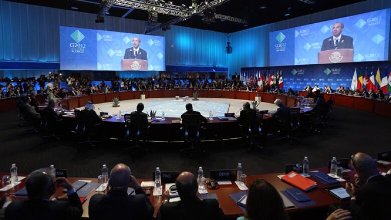 En su discurso de inauguración de la Cumbre, Felipe Calderón llamó a los líderes del G20 a mirar más allá de sus fronteras.