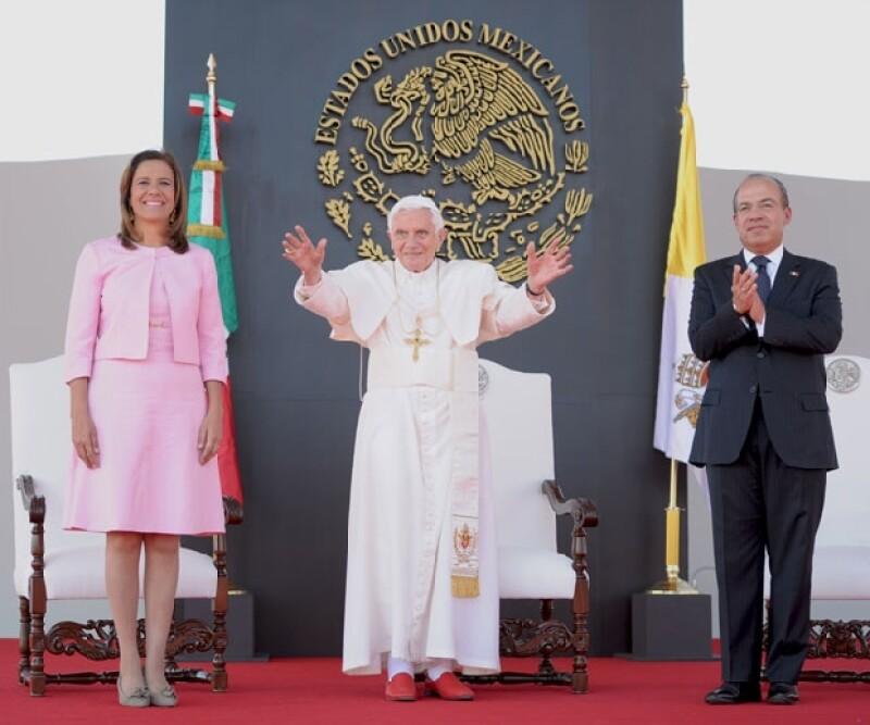 El presidente y su esposa Margarita Zavala en la ceremonia de bienvenida al Papa.