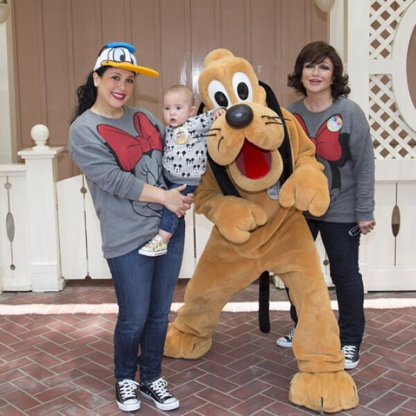 Así como Angélica mamá tuvo su foto con Pluto en la infancia, su bebé también tuvo una.