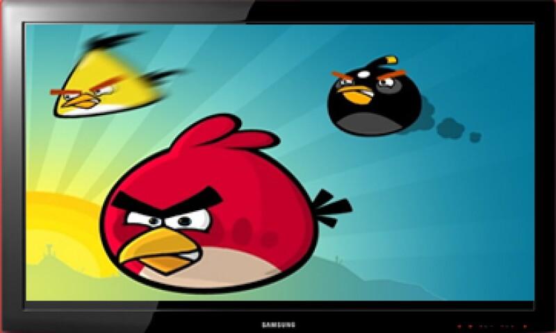 Samsung presentó este lunes su nueva serie de televisores, acompañados de un invitado especial: los personajes del videojuego Angry Birds. (Foto: Especial)
