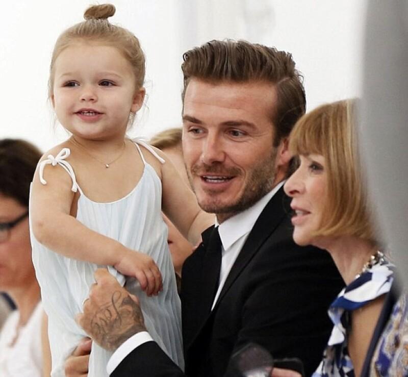 La bebé de la familia Beckham disfrutó de una cita de juegos con el pequeño hijo de Molly Sims en Nueva York. Obviamente ahí estuvo David cuidando de su hija.
