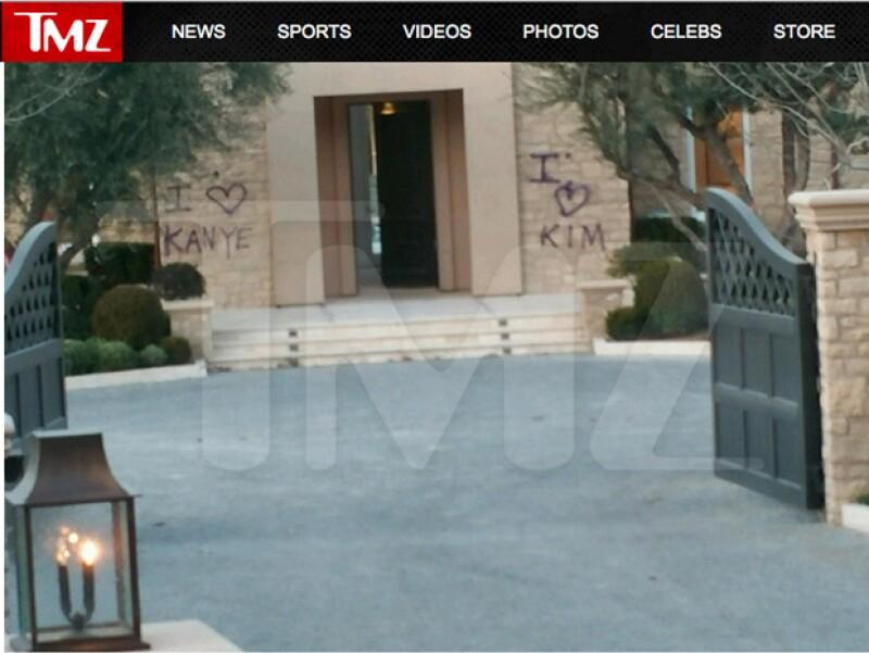 La pareja se divierte pintando su propia casa.