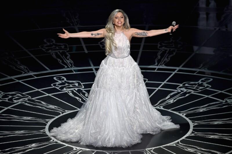 Lady Gaga ayer durante su presentación en los Oscar.