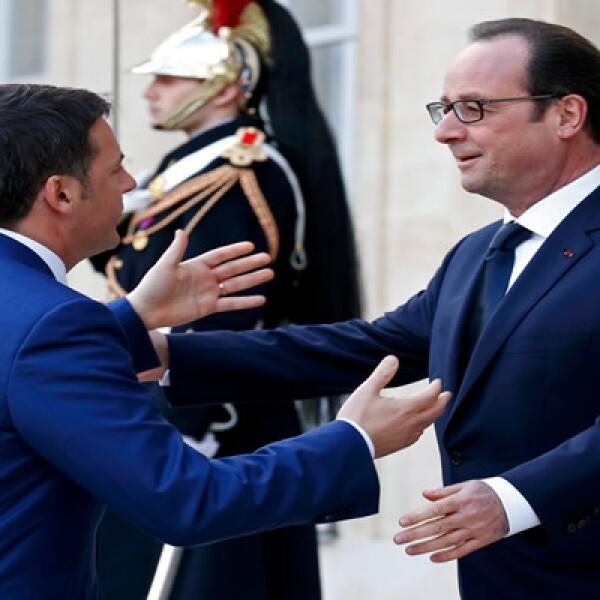 Matteo Renzi le dio sus condolencias al presidente francés, Francois Hollande por el atentado ocurrido en Francia.