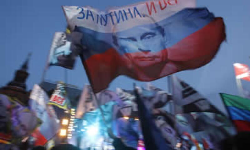 Putin, que ganó con el 64% de los votos, apuntaló a su base con generosas promesas en sectores diversos, desde los misiles nucleares hasta los jardines de infantes. (Foto: AP)