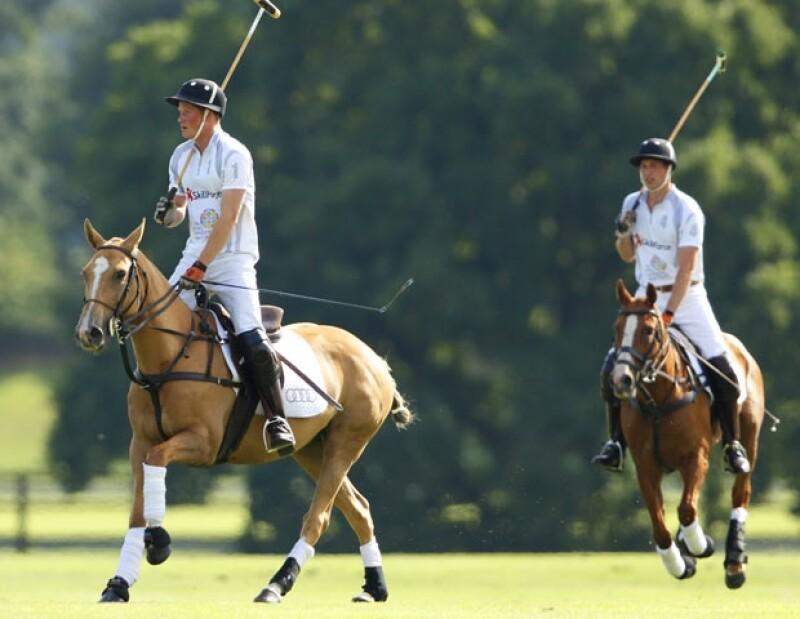El polo es una disciplina en la que Guillermo y Enrique se divierten mucho.