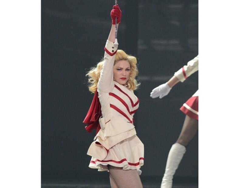 Con un espectacular despliegue de efectos visuales, coreografías, vestuarios e icónicos temas logró la cantante Madonna satisfacer a los más de 55 mil fans que se dieron cita en el lugar.