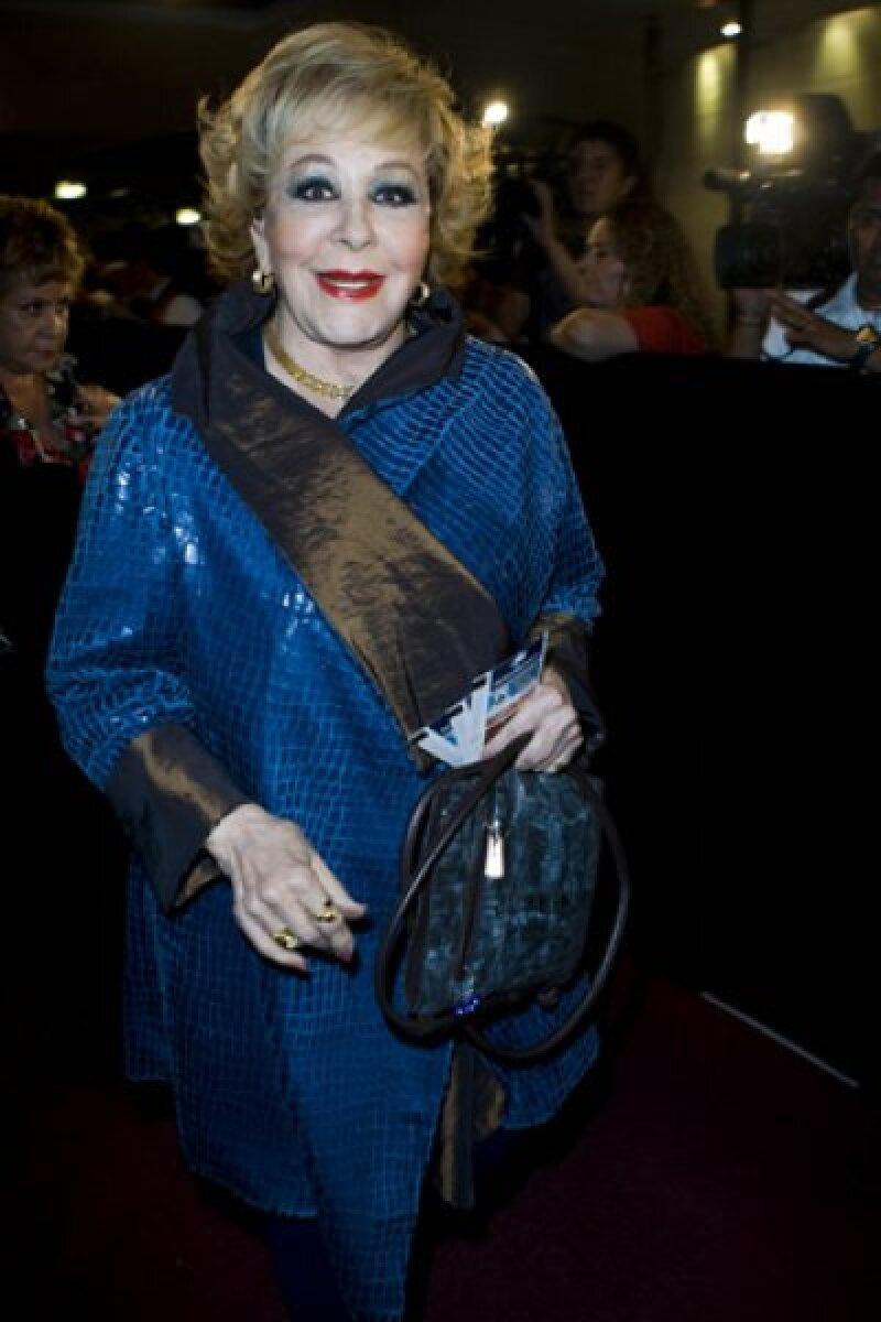 Silvia Pinal no se quiso perder el estreno de este famoso musical.