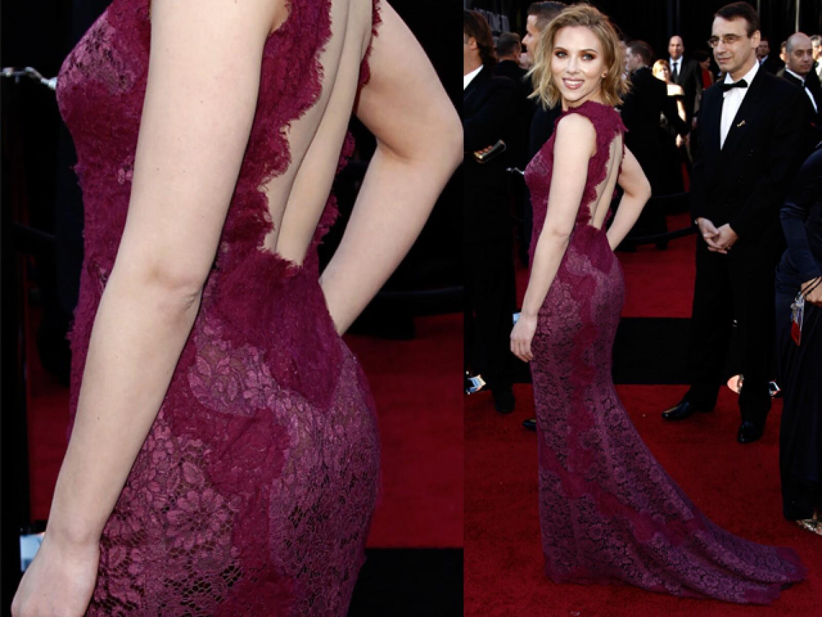 Scarlett Johansson, quien ya no sale con Sean Penn, siempre concentra las miradas de los caballeros. Sus medidas son 94-60-90.