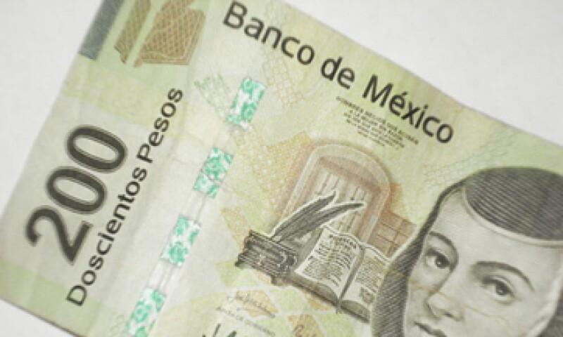 En ventanillas de bancos y casas de cambio, el peso operaba en 11.30 por dólar a la compra y en 11.70 pesos a la venta. (Foto: Karina Hernández)