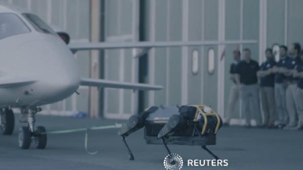 La potencia de un pequeño robot para mover un avión de 3 toneladas
