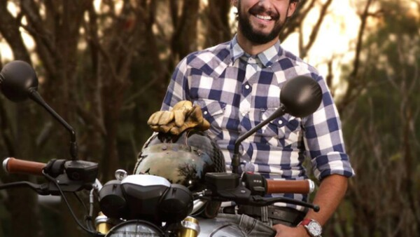Si eres de los que te gustan las motos o todo lo relacionado con ellas, visita esta concept store en donde podrás encontrar desde motos hasta accesorios como guantes y lentes.