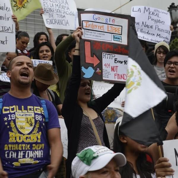 Grupos de ciudadanos convocaron para una reunión el sábado afuera de una televisora mexicana