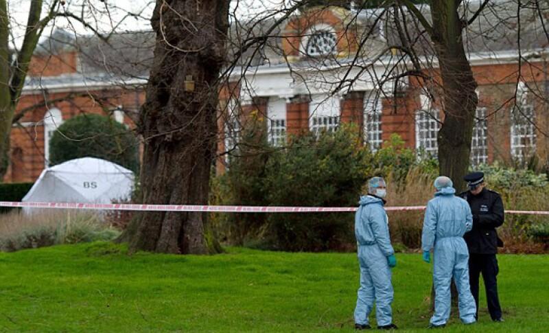 Un hombre no identificado se quitó la vida frente a la casa de los Duques de Cambridge y el príncipe Harry, informó hoy la policía.