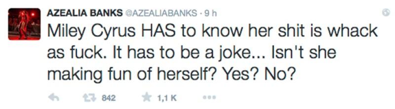 Los tweets que envió la rapera son argumentando su punto de vista por la pelea entre dichas celebs.