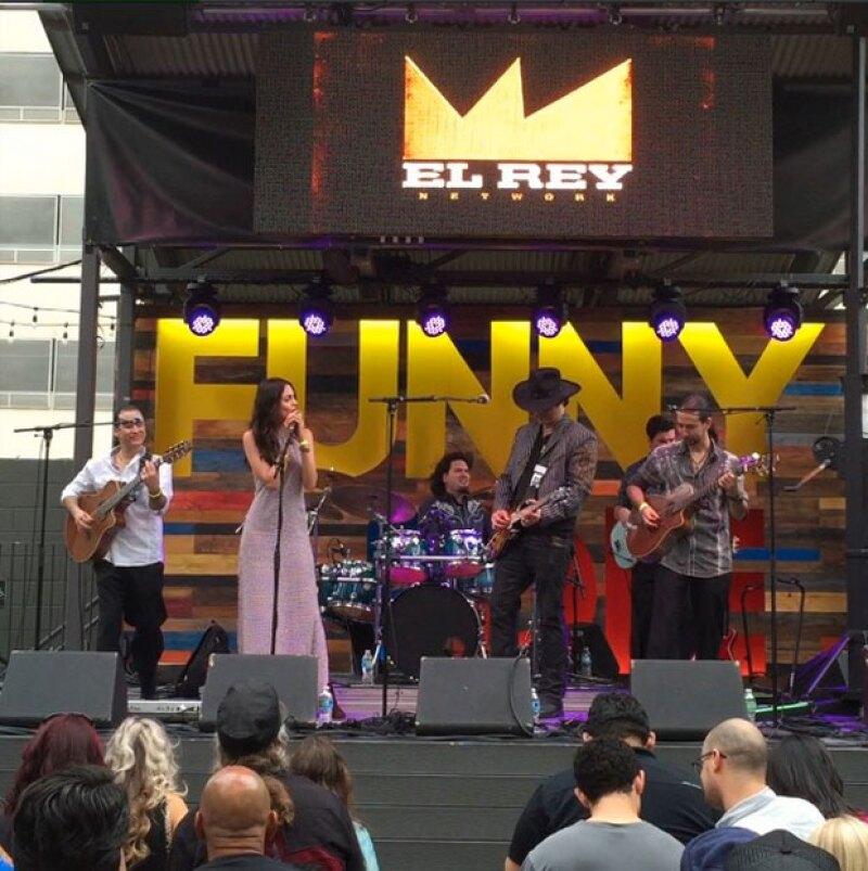 """Tras anunciar su regreso al set de grabación para la segunda temporada de """"From Dusk Till Dawn"""", la artista sorpresivamente formó parte de una presentación en el festival SXSW."""