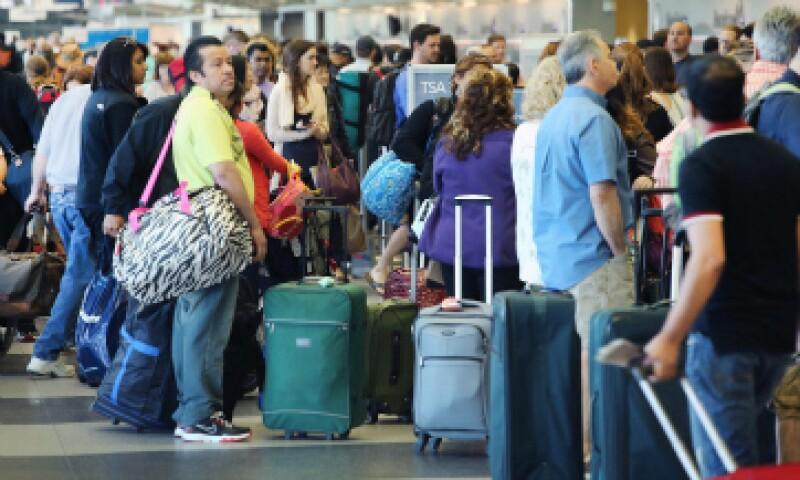 Siempre busca aeropuertos alternativos, suelen ser menos concurridos y más baratos. (Foto: Getty Images/ Archivo)
