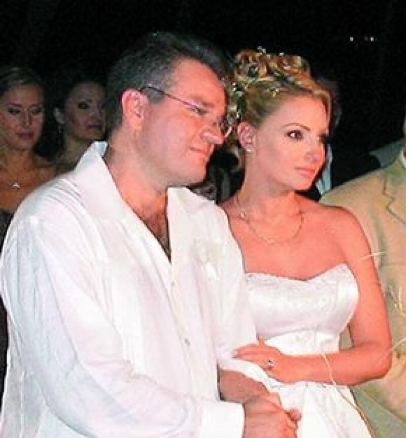 Su boda del 11 de diciembre de 2004 no tiene validez, según la Arquidiócesis Primada de México.