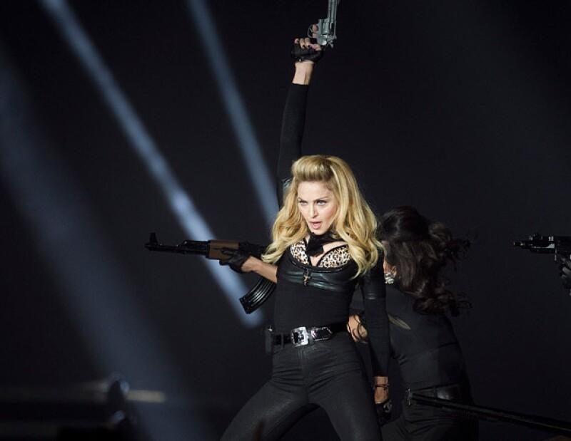 La presentación de la cantante duró 45 minutos lo que provocó que los asistentes pidieran de regreso el dinero pagado por el boleto.
