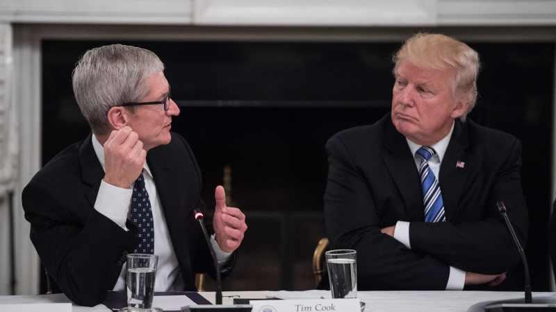 Tim Cook y Donald Trump