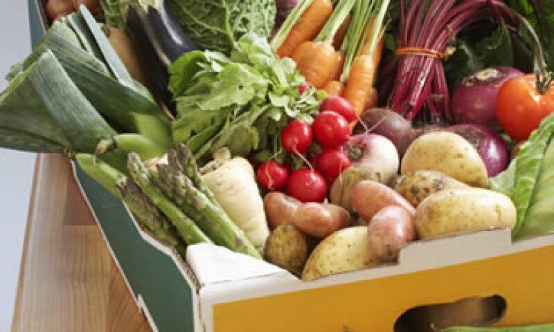 Las principales variaciones que incidieron en el descenso del índice fueron menores precios estacionales en frutas y verduras, dijo la FAO. (Foto: Getty Images)