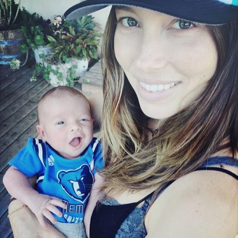 Esta fue la primera foto que Justin y Jessica compartieron de su pequeño, a poco más de una semana de su nacimiento.