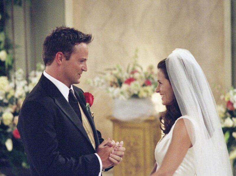 La historia de amor entre Monica y Chandler comenzó en la temporada quinta y duró hasta la última de la serie.