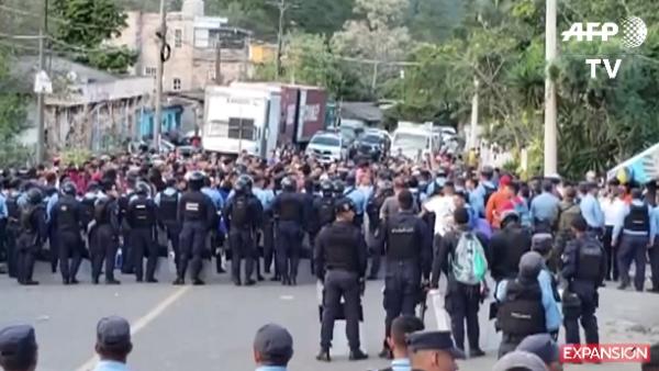 La nueva caravana migrante rompe el cerco policial en Guatemala