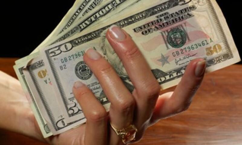 Expertos estiman que el tipo de cambio se ubique entre 13.18 y 13.27 pesos por dólar. (Foto: Getty Images)