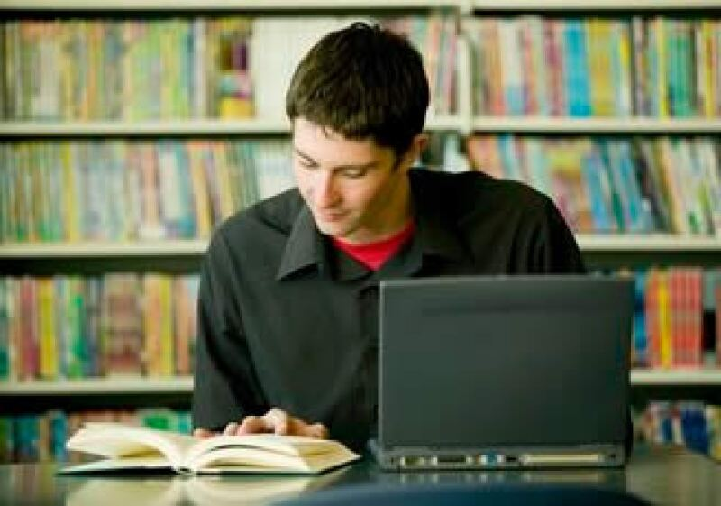 Antes de lanzarte al estudio de una especialización, maestría o doctorado analiza tus intereses. (Foto: Jupiter Images)