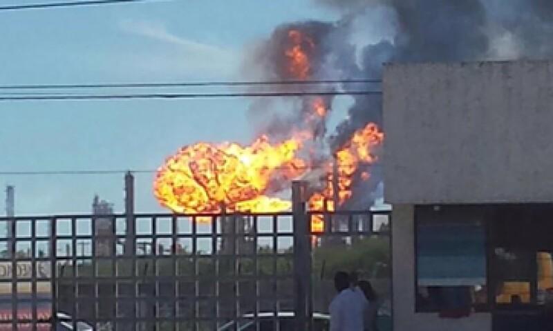 El incendio ya fue controlado, según la compañía. (Foto: Twitter/@joselito_luna )