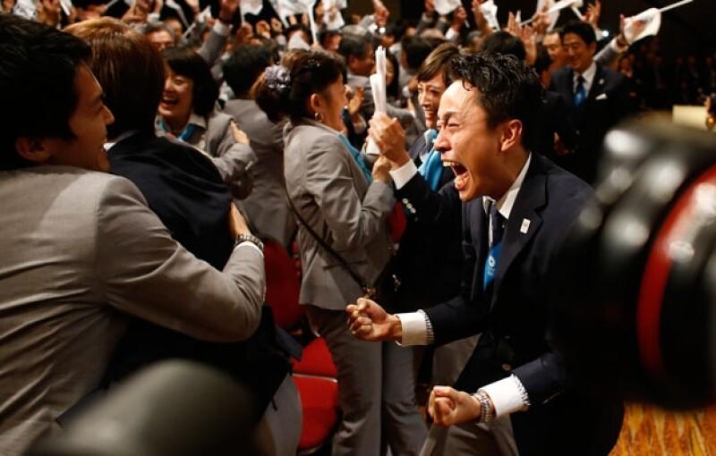 Miembros de la delegación que postulaba a Tokio como sede de los Juegos Olímpicos de 2020, festejan luego de conseguirla, en la asamblea del COI, realizada en Buenos Aires el sábado 7 de septiembre de 2013.