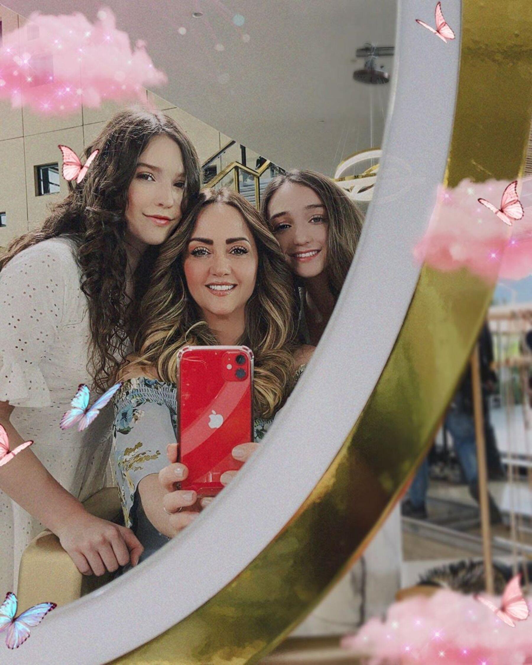 Mía Rubín, Andrea Legarreta y Nina Rubín.