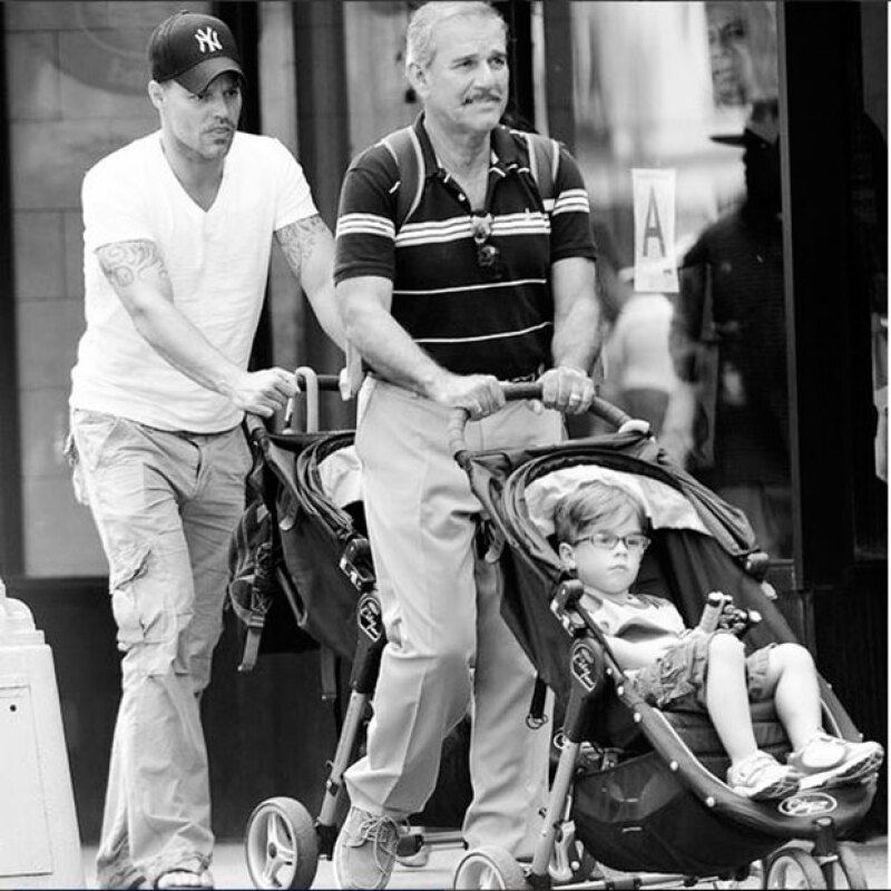 """El cantante celebró este domingo a su papá, Enrique Martin, con una fotografía en la que lo llama """"el mejor papá del mundo""""."""