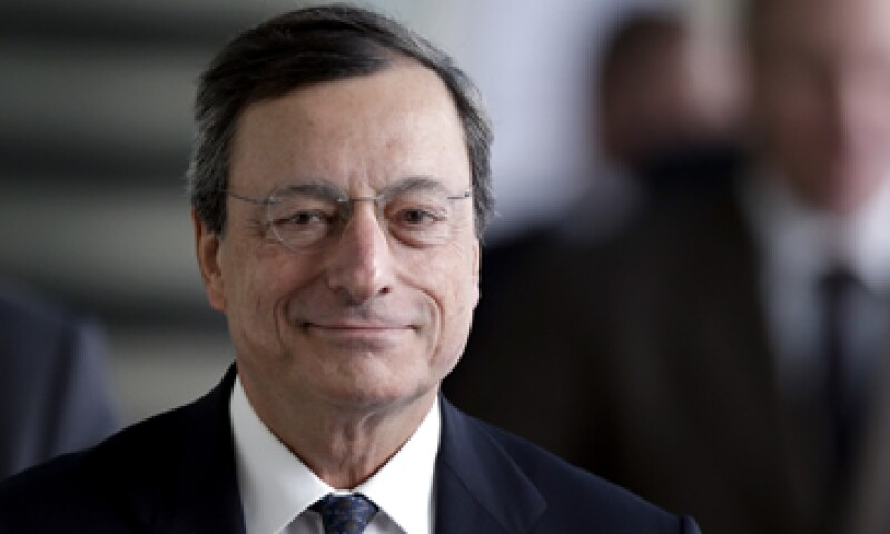 El programa aplica para los bonos de entre uno y tres años sin un límite para los rendimientos, de acuerdo con el presidente del BCE, Mario Draghi. (Foto: AP)