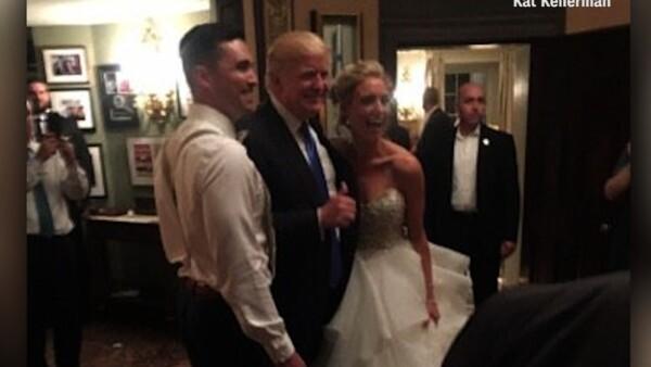 Donald Trump llegó por sorpresa a una boda y fue el protagonista de las fotos