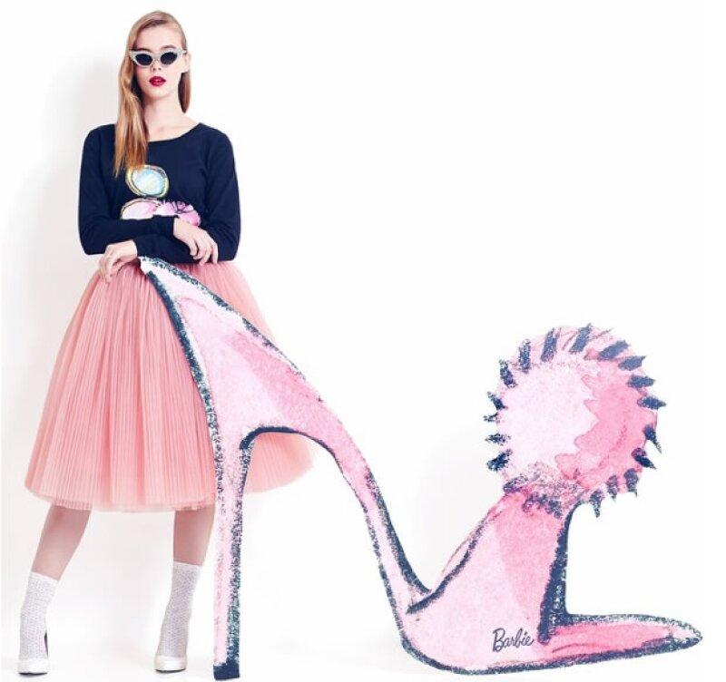 La firma mexicana lanzó su colección basada en Barbie. La colección es clásica y elegante sin perder de vista el lado divertido de Barbie.