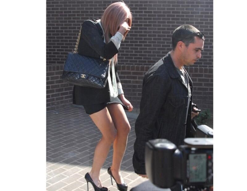 La actriz no esta obligada a acudir a la corte.