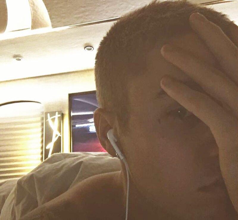 El tatuaje de Justin es una pequeña cruz debajo de su ojo izquierdo.